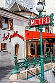 Restaurant la gentilhommière und Metro Schild, Place Saint-André des Arts, Paris, Frankreich, Europa