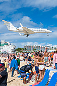 The full Maho Beach, landing of a jet, Philipsburg, St. Martin, Caribbean, Lesser Antilles