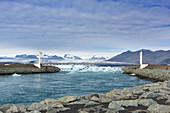 Die Brücke vor der Gletscherzunge Skaftafelljökull, Island, Europa