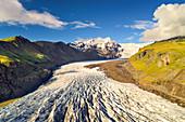 Die Gletscherzunge Svinafellsjökull im Sommer, Island, Europa