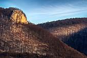 Blick zur Burgruine Rosenstein im Winter, Heubach bei Aalen, Ostalbkreis, Schwäbische Alb, Baden-Württemberg, Deutschland