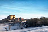 Schloss Kapfenburg im Winter, Lauchheim bei Aalen, Ostalbkreis, Schwäbische Alb, Baden-Württemberg, Deutschland
