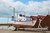 Fishing boat and fishermen at Conceicao Cabanas, Nature reserve Ría Formosa, Near Tavira, District Faro, Region of Algarve, Portugal, Europe