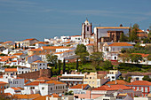 Blick auf Silves mit Kathedrale (Sé), Distrikt Faro, Region Algarve, Portugal, Europa