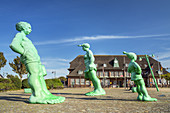 Sculptures Reisende Riesen im Wind by Martin Wolke, Westerland, North Frisian Island Sylt, North Sea coast, Schleswig-Holstein, Northern Germany, Germany, Europe