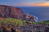 Blick von La Merica auf abendlichen Hafen Vueltas im Valle Gran Rey, La Gomera, Kanarische Inseln, Kanaren, Spanien