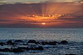 Sonnenuntergang am Strand mit Blick auf El Hierro, Valle Gran Rey, La Gomera, Kanarische Inseln, Kanaren, Spanien