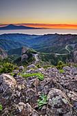 Morgenstimmung über La Gomera mit Teneriffa mit Teide im Hintergrund, UNESCO Welterbe Teide, vom Mirador del Morro de Agando, Nationalpark Garajonay, La Gomera, Kanarische Inseln, Kanaren, Spanien