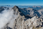 Climbers on the transition to the southern tip of the Watzmann, Berchtesgaden Alps, Berchtesgaden, Germany