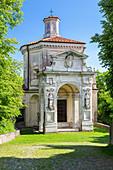 Blick auf die Kapelle und den heiligen Weg des Sacro Monte di Varese, UNESCO-Weltkulturerbe, Sacro Monte di Varese, Varese, Lombardei, Italien