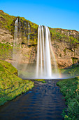 Seljalandsfoss-Wasserfall bei Sonnenuntergang (Skogar, Südregion, Island, Europa)