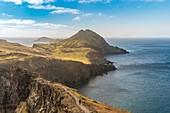Wanderere auf dem Weg zum Point Saint Lawrence,. Canical, Bezirk Machico, Region Madeira, Portugal