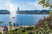 View of the Binnenalster with fountain and Rathaus in the background, Hamburg, Germany