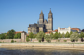 View across the Elbe to the Magdeburg Cathedral and Fürstenwall, Magdeburg, Saxony-Anhalt