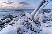 Icy coast in winter at the foot of the chalk coast near Sassnitz, Jasmund Peninsula, Rügen Island, Mecklenburg-Vorpommern, Northern Germany