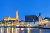 St. Peter's Cathedral, Salzstadel, bridge tower and stone bridge on the Danube, Regensburg, Upper Palatinate, Bavaria