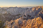 View from the Alpspitze to the Dreitorspitze in the Wetterstein Mountains, Garmisch-Partenkirchen, Werdenfelser Land, Upper Bavaria, Bavaria