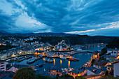 Blick über den Hafen von Luarca, Asturien, Spanien, Europa