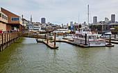 Blick von Pier 39 auf San Francisco, Kalifornien, USA
