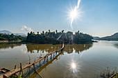 Bambusbrücke über den Nam Khan Fluss, Seitenarm des Mekong River, Luang Prabang, Laos