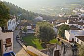 Obidos, mittelalterliche ummauerte Stadt am Morgen nach Sonnenaufgang, Estremadura, Zentralportugal, Portugal