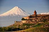 Der Berg Ararat und Kloster Chor Wirap, Armenien, Asien