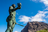 Statue of the rebel Hautacuperche, Valle Gran Rey, La Gomera, Canary Islands, Spain