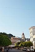 Straßenszene mit Restaurants und Kirche, Solomos Platz, Zante, Zakynthos Stadt, Griechenland