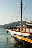 Boote im Hafen im Abendlicht, Uferpromenade von Zante, Zakynthos Stadt, Griechenland
