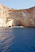 Klippen und Höhlen an der Westüste von Zakynthos, Ionische Inseln, Griechenland