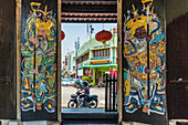 Ornate doors at Han Jiang Ancestral Temple in George Town, UNESCO World Heritage Site, Penang Island, Malaysia, Southeast Asia, Asia
