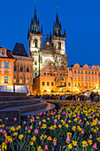 Staromestske namesti (Old Town Square) and Our Lady before Tyn Church at dusk, UNESCO World Heritage Site, Prague, Bohemia, Czech Republic, Europe