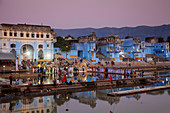 Lakeside ceremony during Pushkar Camel Fair, Pushkar, Rajasthan, India, Asia