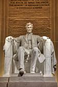 Statue von Abraham Lincoln im Abendlicht, Lincoln Memorial, Washington D.C., Vereinigte Staaten von Amerika, Nordamerika