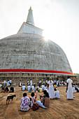 Ruwanweli Saya Dagoba (Golden Sand Stupa), Anuradhapura, UNESCO-Welterbestätte, Nordmittelprovinz, Sri Lanka, Asien