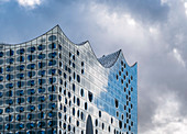 Glass facade of Elbphilharmonie (Elbe Philharmonic Hall) concert hall, hafencity, Hamburg, Germany