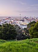 Blick vom Mount Eden über Auckland, Nordinsel, Neuseeland, Ozeanien