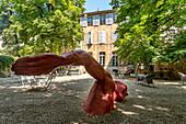 Sculpture 'Rodent dans le bonheur' by Senegalese Diadji Diop in the garden of the Hôtel de Gallifet, Aix en Provence, Bouche du Rhone, France