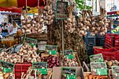 Place Richelme, weekly market, market stall with vegetables, garlic, Aix en Provence, France