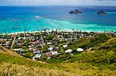 Stadt Kailua mit Mokulua-Inseln, Hawaii, USA