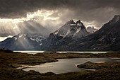 Berge und See, Nordenskjold See, Paine Massiv, Torres del Paine, Nationalpark Torres del Paine, Patagonia, Chile