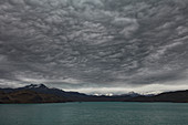 Berge und See, See Pehoe, Nationalpark Torres Del Paine, Patagonia, Chile