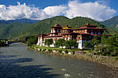 Punakha Dzong on the River, winter residence of Je Khenpo, second largest and second oldest temple in Bhutan, Punaka, Bhutan, Himalayas, Asia