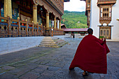 Novice in Punakha Dzong, winter residence of Je Khenpo, second largest and second oldest temple in Bhutan, Punaka, Bhutan, Himalayas, Asia