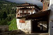 Trongsa Dzong im Sonnenschein am Nachmittag, Bhutan, Himalaya, Asien