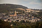 Blick auf Annaberg und Pöhlberg, Sankt Annenkirche, UNESCO Welterbe Montanregion Erzgebirge, Annaberg, Sachsen