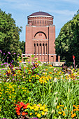 Das Planetarium wurde 1930 im Hamburger Stadtpark in einen ehemaligen Wasserturm gebaut, Winterhude, Hamburg