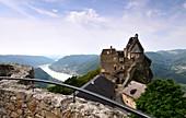 Blick von der Burgruine Aggstein über der Donau in der Wachau, Niederösterreich, Österreich