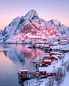 Sonnenaufgang bei Reine, Lofoten-Inseln, Nordland, Norwegen, Europa