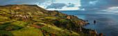 Luftaufnahme der ländlichen Felder in der Küstenlandschaft, Calderia Village, Flores, Portugal